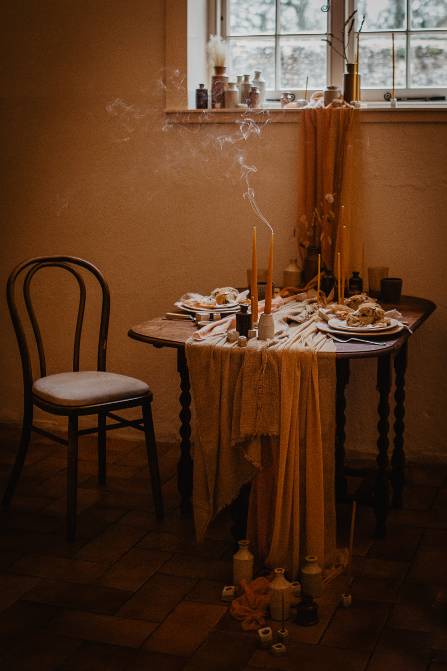The Toast and Olivejoy Photography's breathtaking wedding styling blog from Bignor House (5)