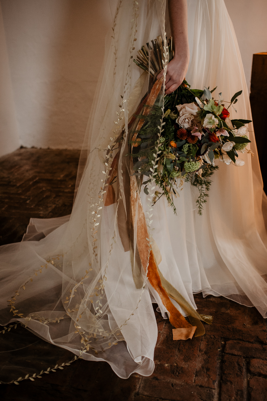 The Toast and Olivejoy Photography's breathtaking wedding styling blog from Bignor House (11)