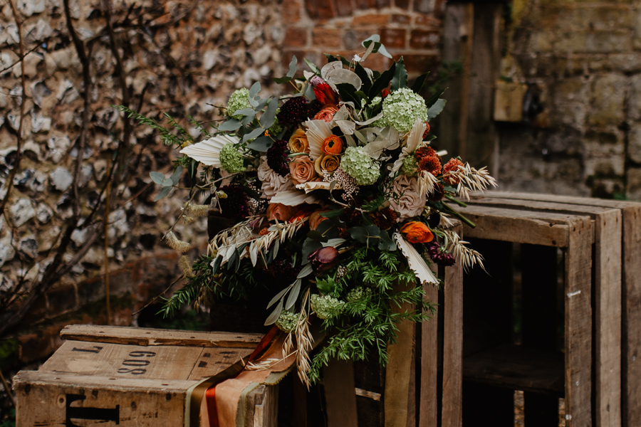 The Toast and Olivejoy Photography's breathtaking wedding styling blog from Bignor House (23)