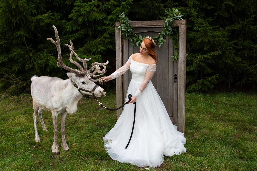 Winter woodland wedding styling ideas, image credit Photography by Chantel (20)