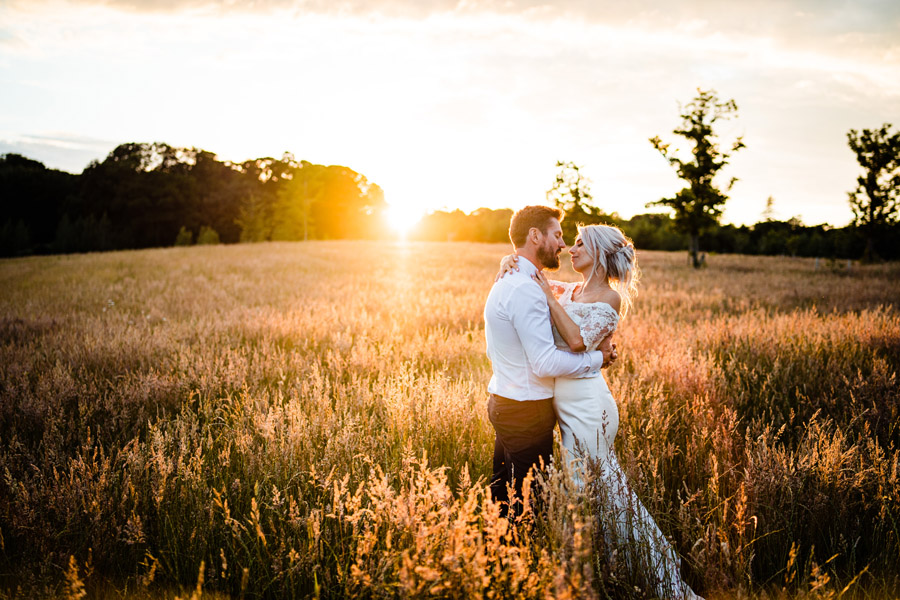 A beautiful Chaucer Barn wedding photographed by James Powell Photography
