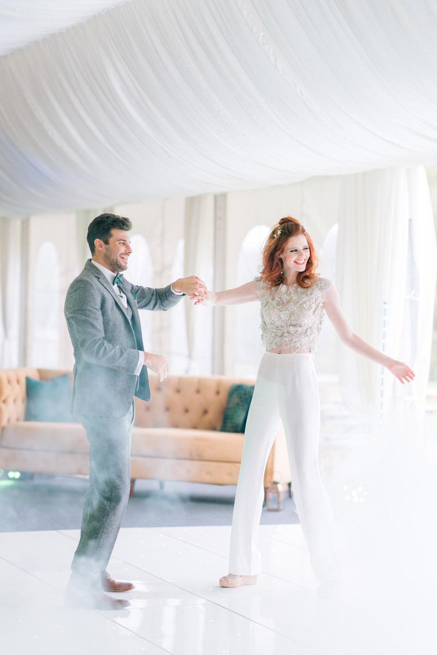 Beautiful emerald green and mustard wedding style ideas, photography by Ioana Porav (2)