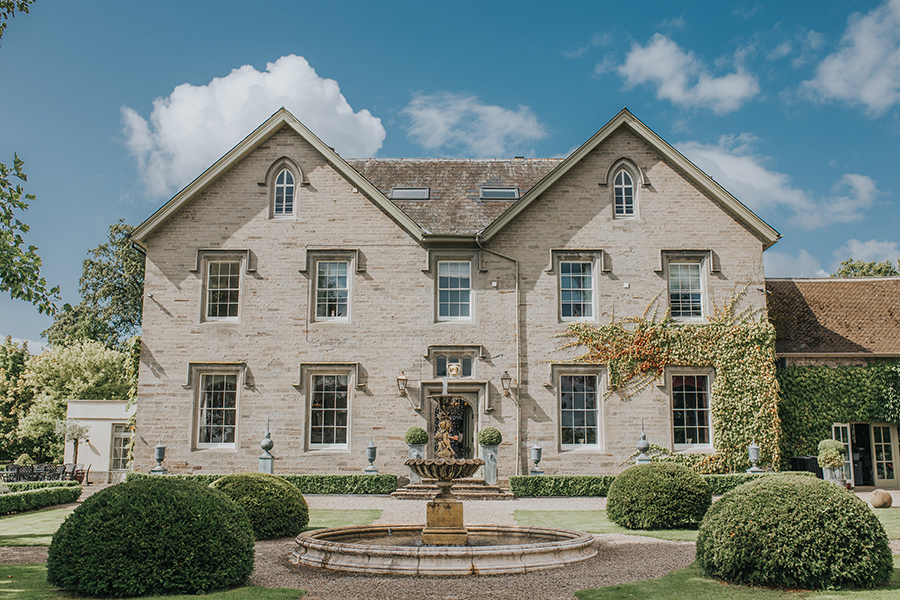 Alex and Ben's beautiful Lemore Manor wedding blog with Sophie Ann Photography (2)