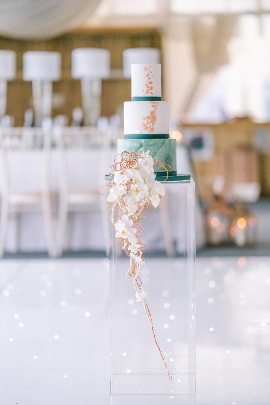 Beautiful emerald green and mustard wedding style ideas, photography by Ioana Porav (6)