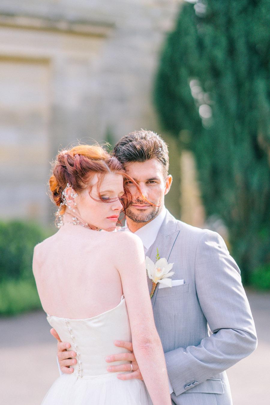 Beautiful emerald green and mustard wedding style ideas, photography by Ioana Porav (21)