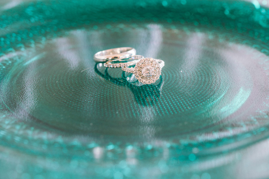 Beautiful emerald green and mustard wedding style ideas, photography by Ioana Porav (8)