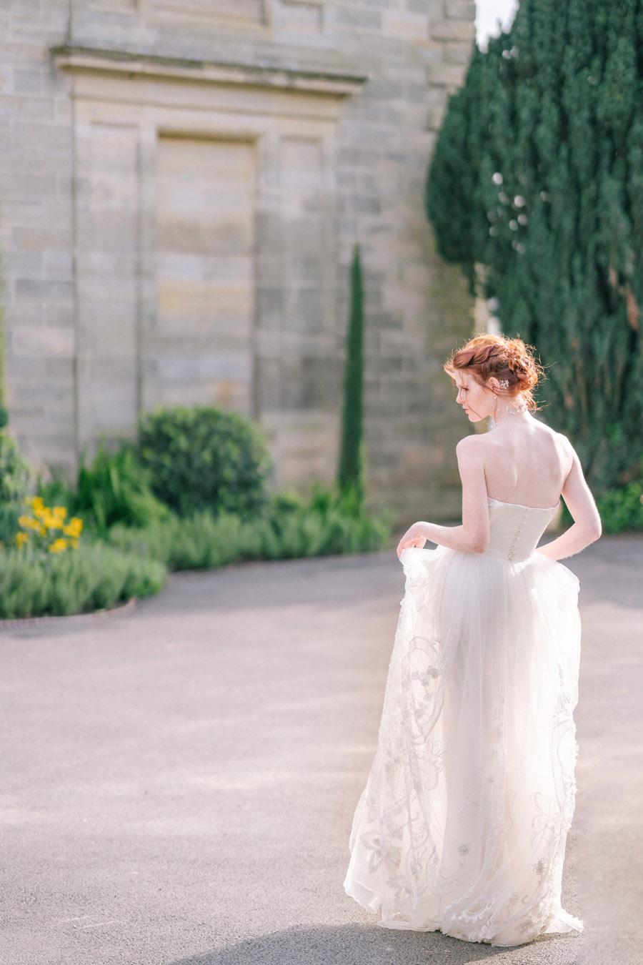 Beautiful emerald green and mustard wedding style ideas, photography by Ioana Porav (4)