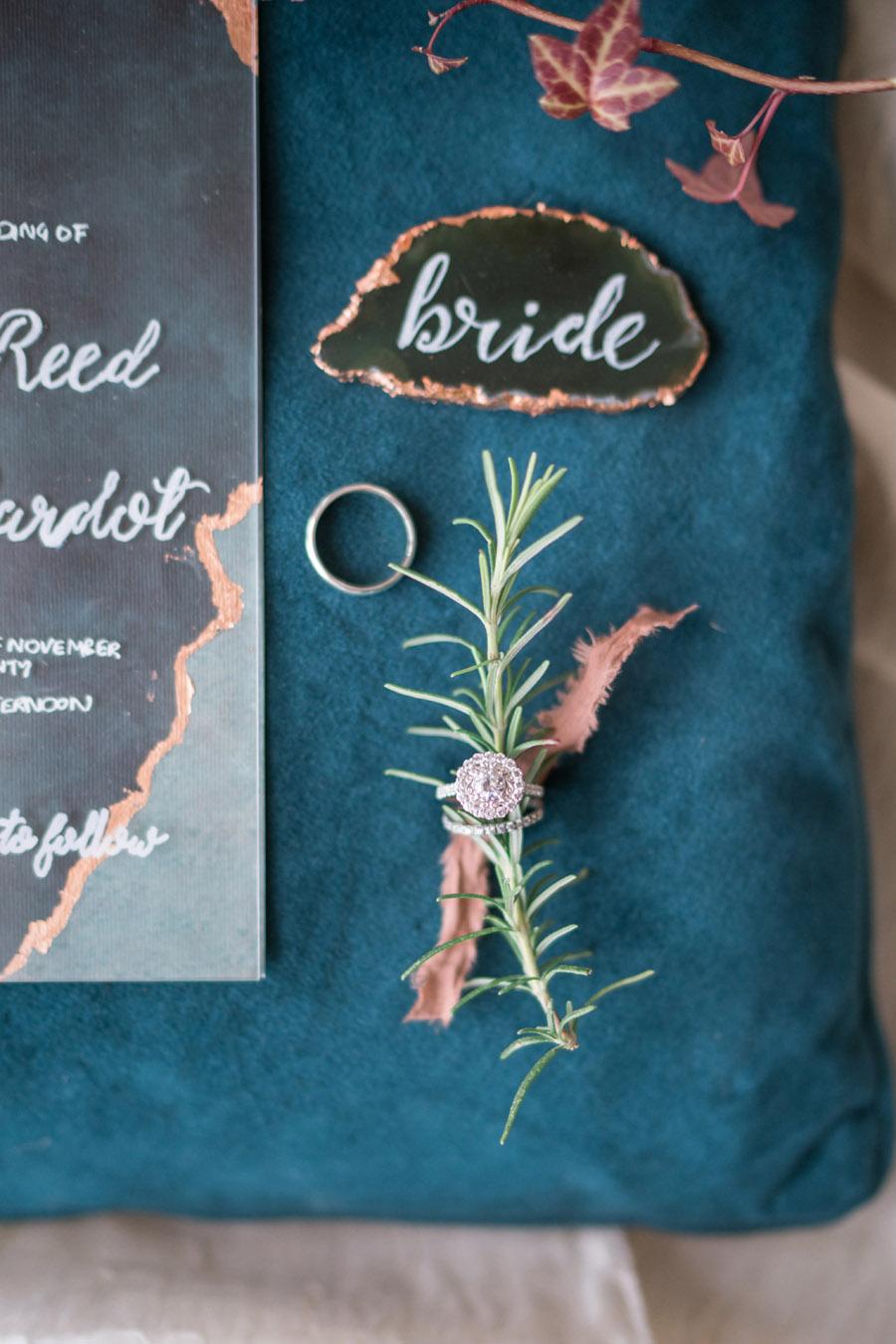 Beautiful emerald green and mustard wedding style ideas, photography by Ioana Porav (5)