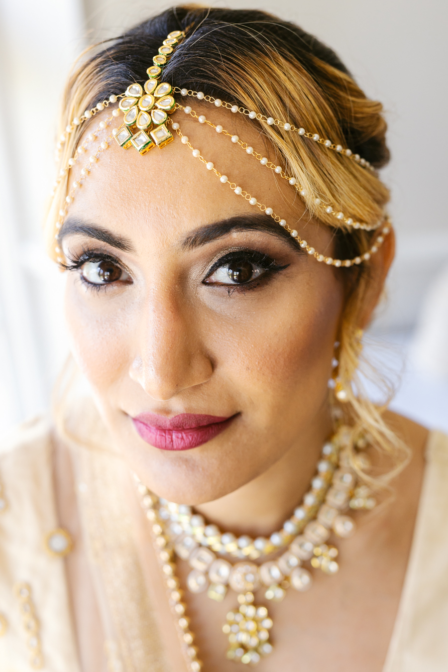 modern Asian wedding inspiration from Baddow House, photo credit Martin Beale (18)