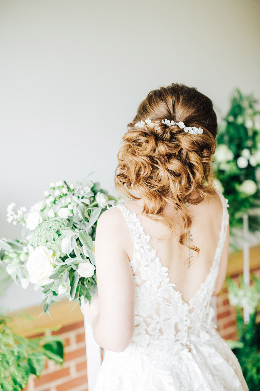 A fairytale of soft tones, for a beautiful wedding look from Sissons Barn (22)