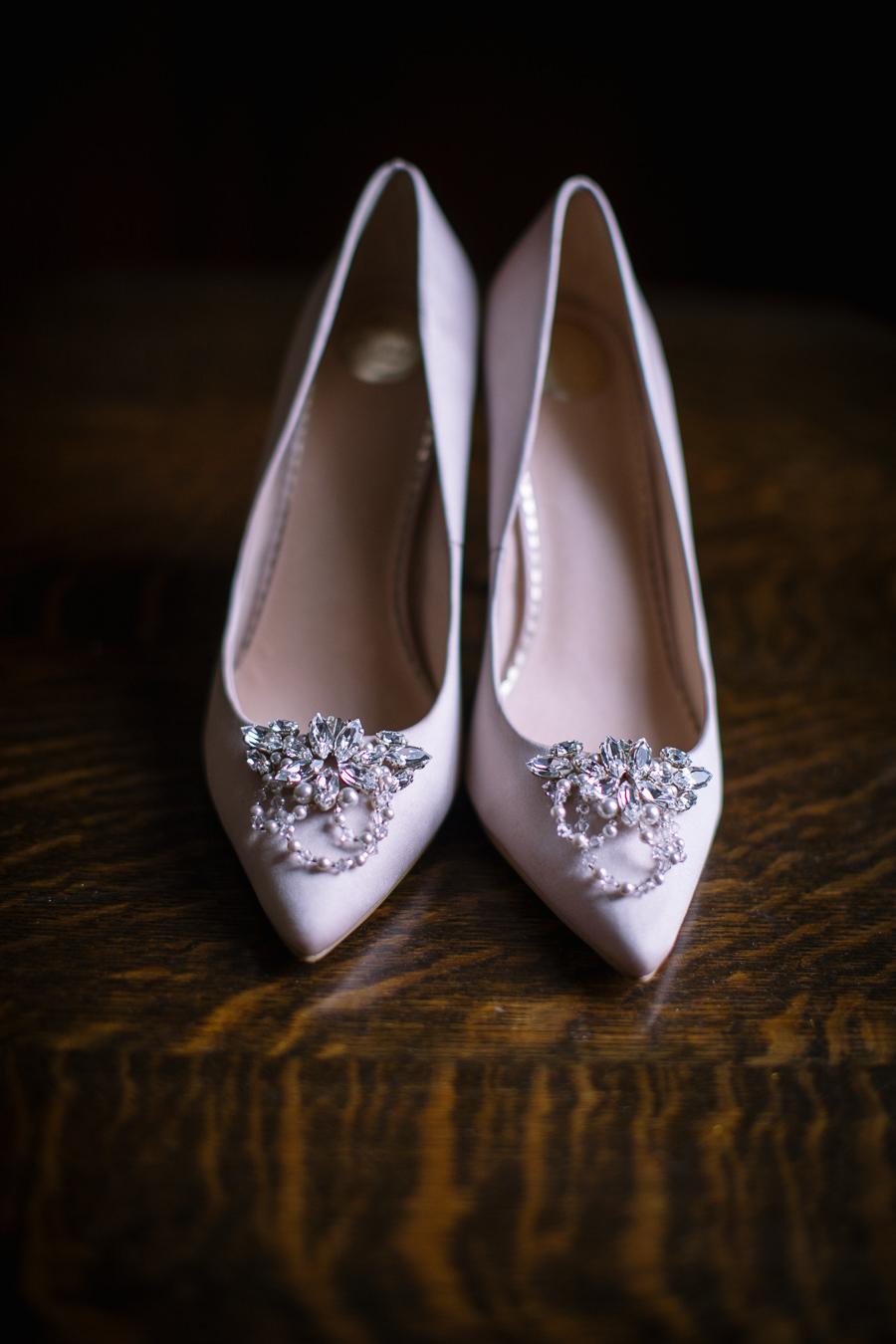 'Understated Elegance' Spring Styled Hampshire Bridal Shoot – Rownhams House, photo credit Nisha Haq Photography (25)
