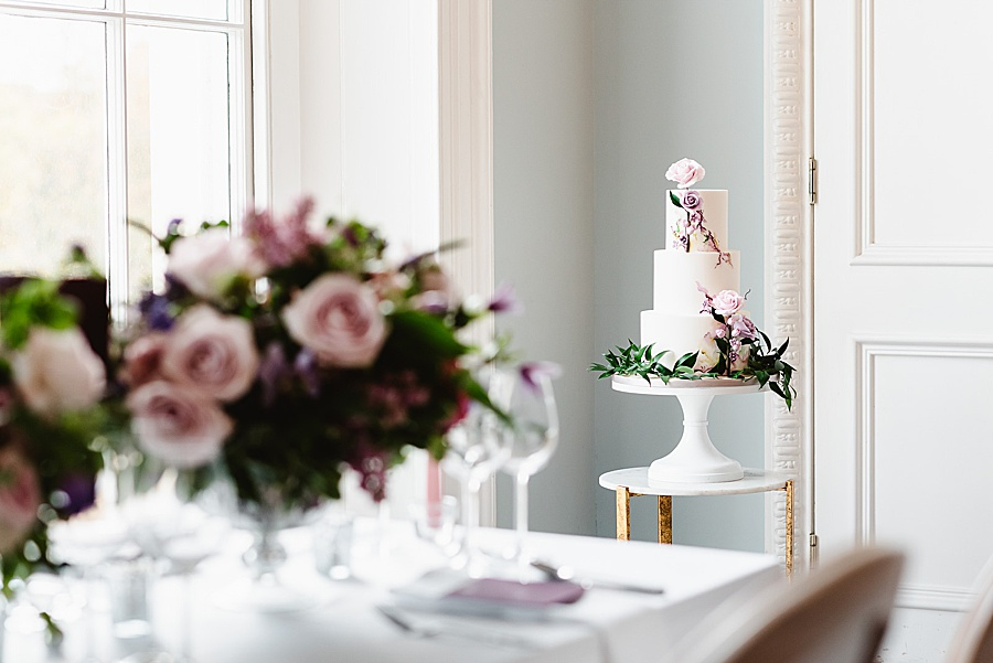 chic, contemporary London wedding style with amazing florals. Image credit Fiona Kelly Photography (6)