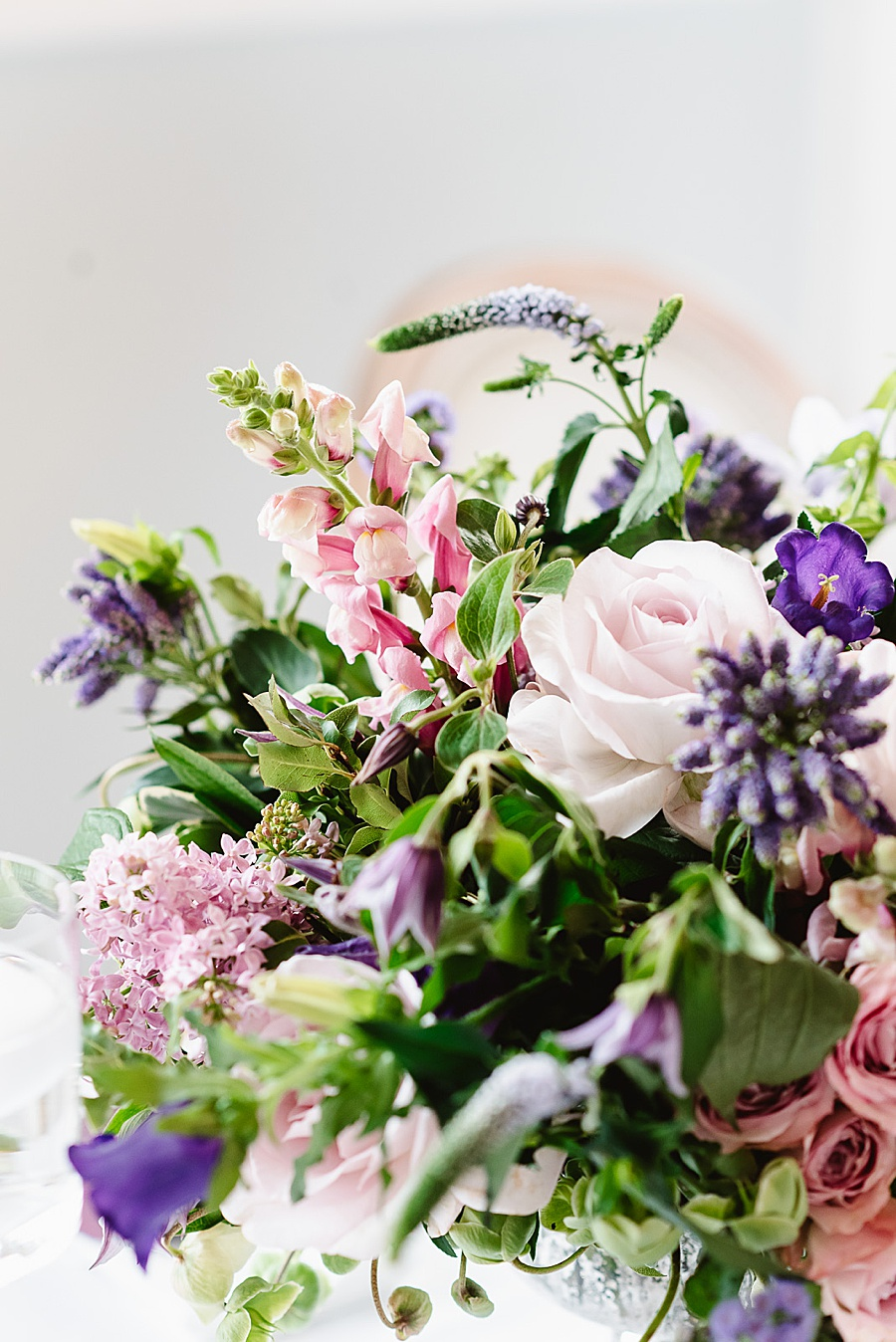 chic, contemporary London wedding style with amazing florals. Image credit Fiona Kelly Photography (10)