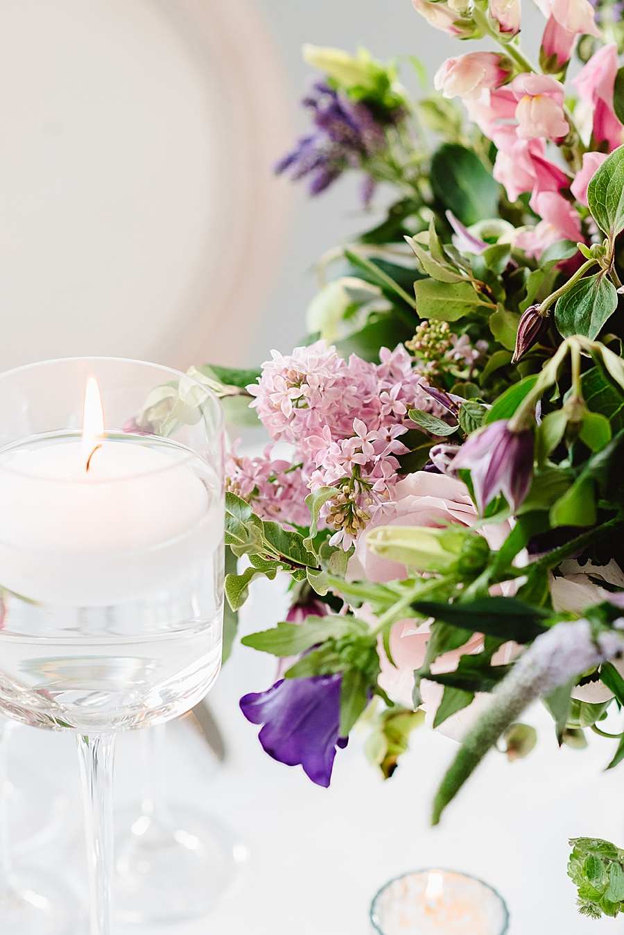 chic, contemporary London wedding style with amazing florals. Image credit Fiona Kelly Photography (13)