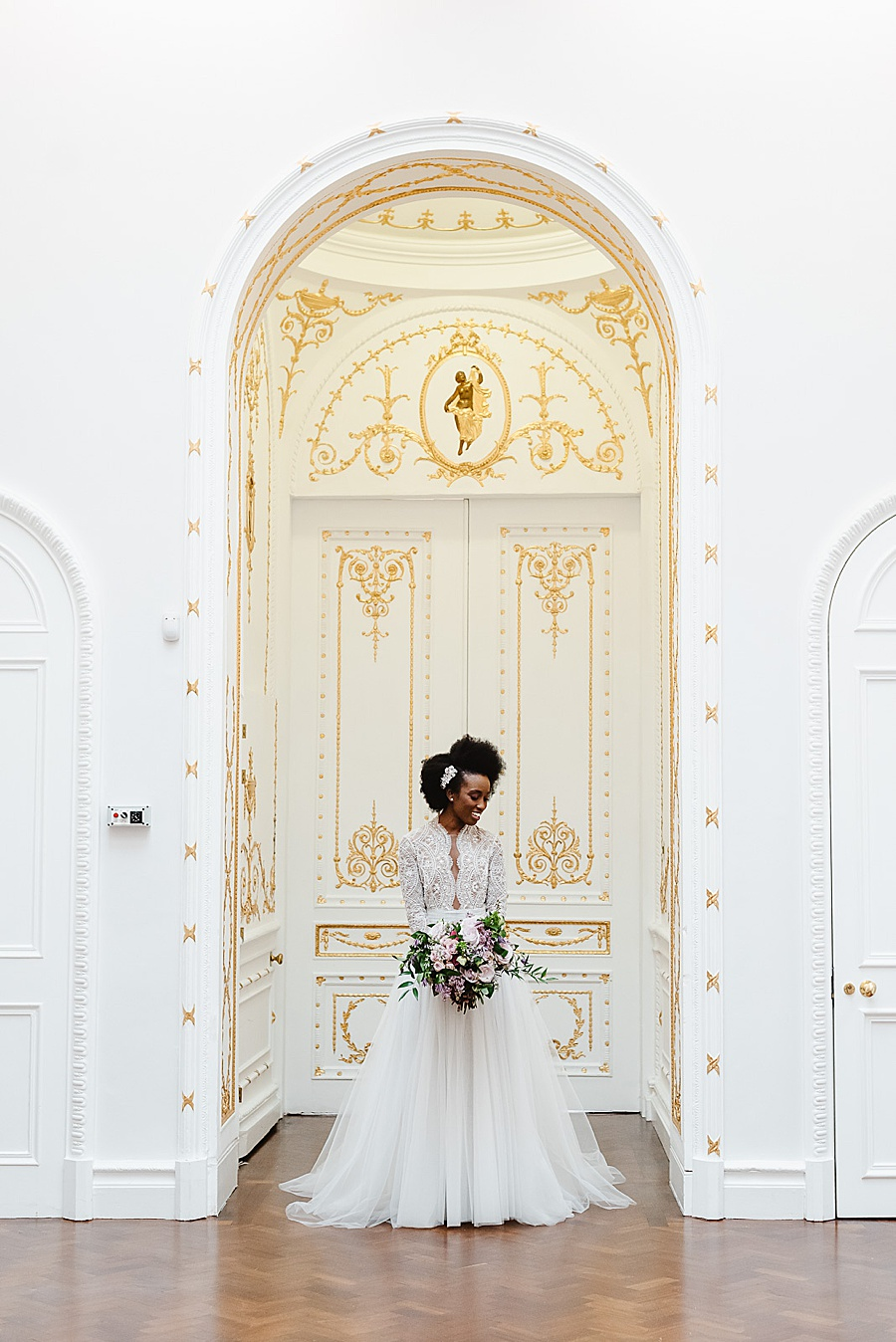 chic, contemporary London wedding style with amazing florals. Image credit Fiona Kelly Photography (20)
