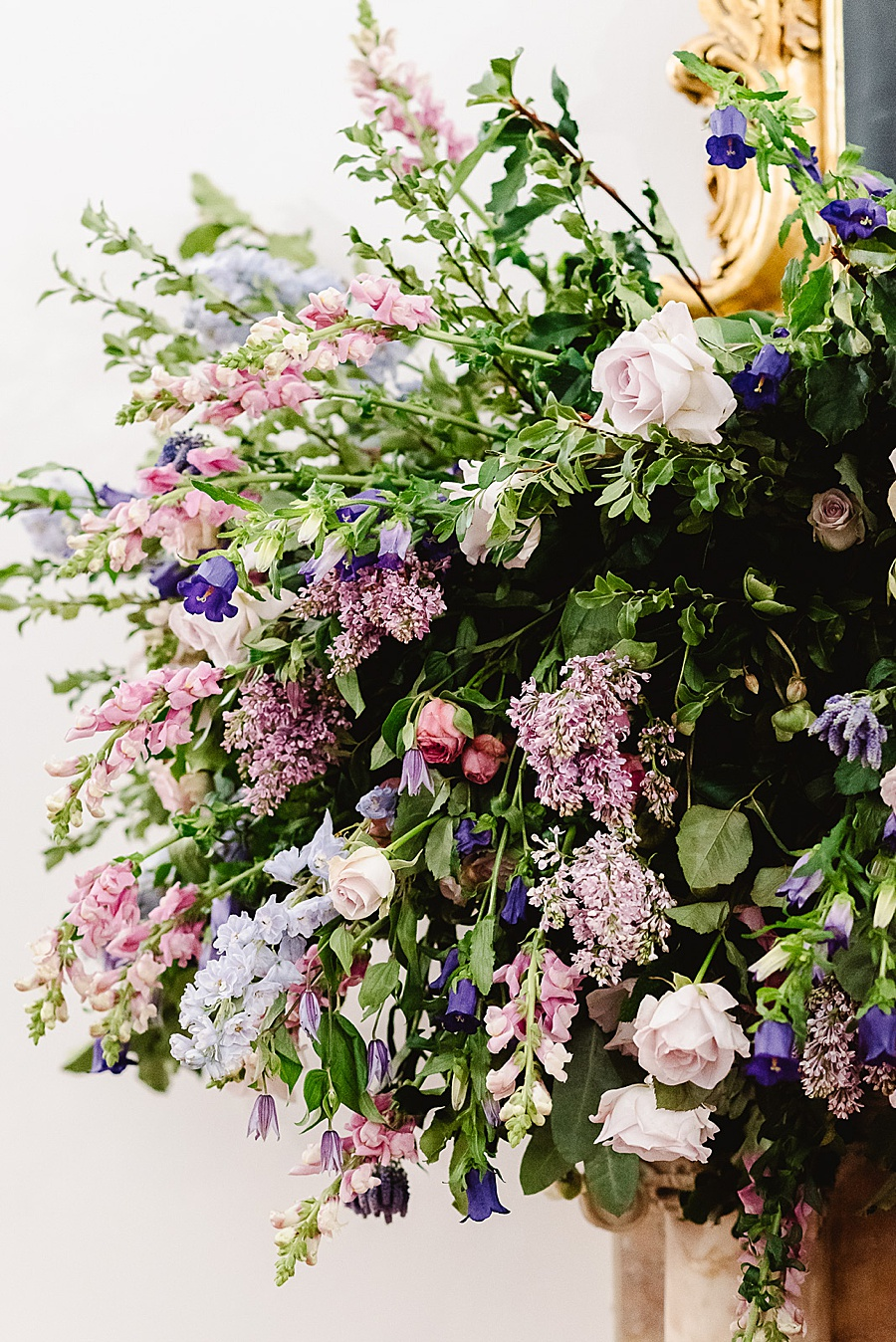 chic, contemporary London wedding style with amazing florals. Image credit Fiona Kelly Photography (33)