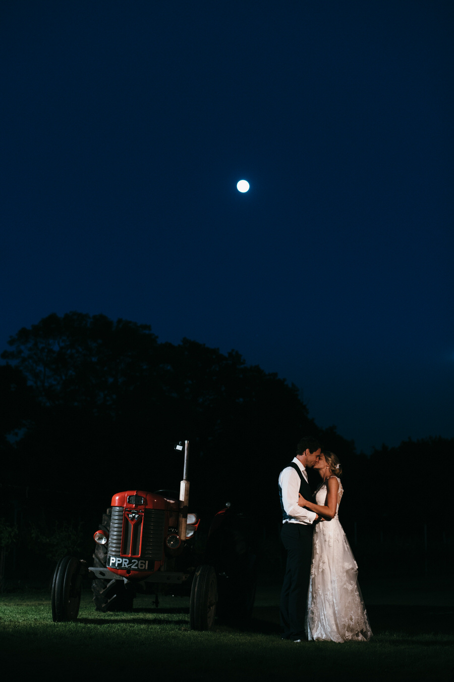 Kirsty & Ben's laid back rustic wedding at Froginwell vineyard, with Simon Biffen Photography (42)