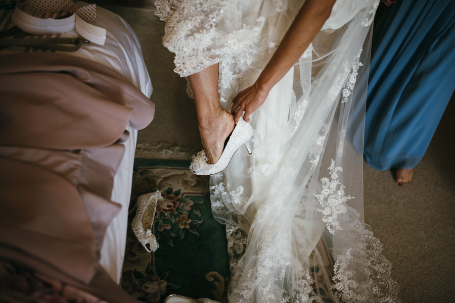 Kirsty & Ben's laid back rustic wedding at Froginwell vineyard, with Simon Biffen Photography (5)