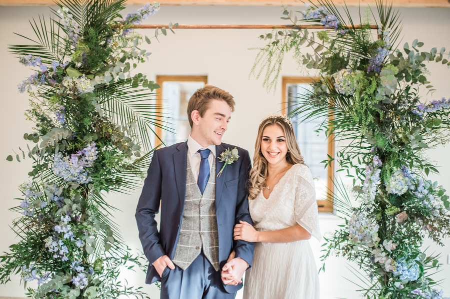 Beautiful blue wedding inspiration for 2021 couples, photo credit Laura Jane Photography (22)