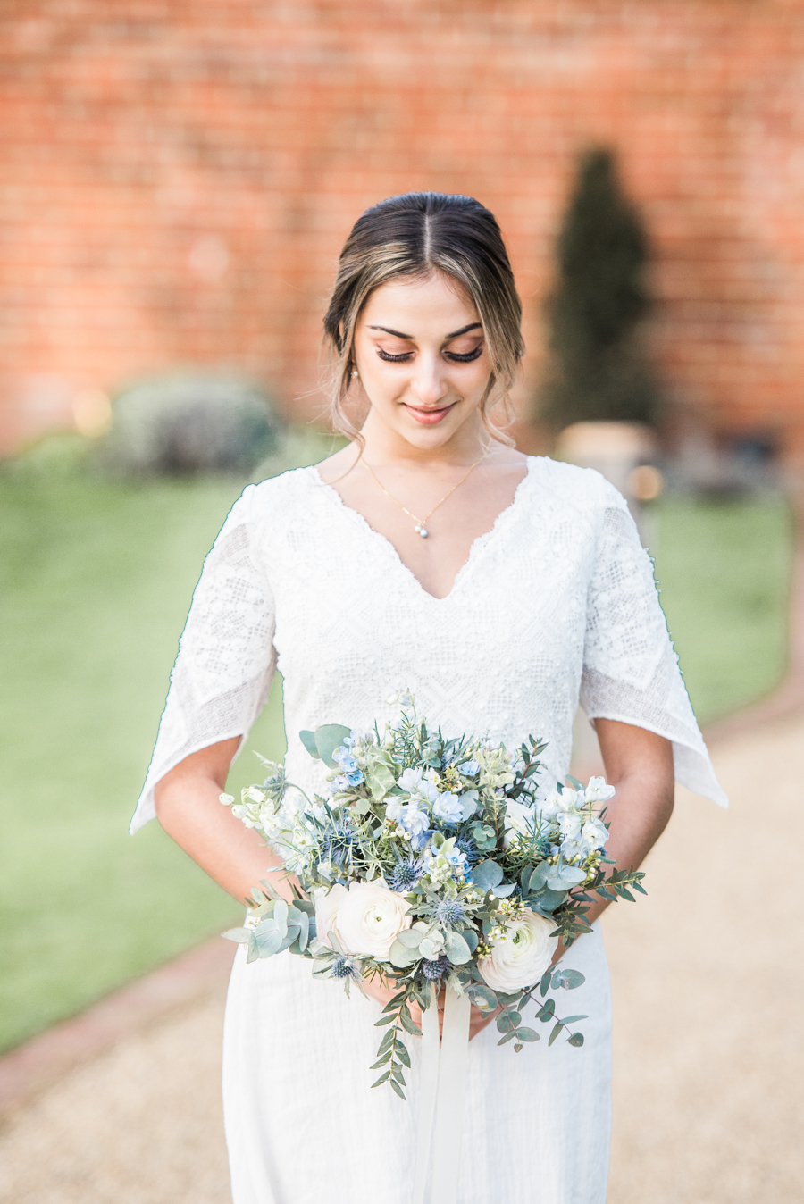 Beautiful blue wedding inspiration for 2021 couples, photo credit Laura Jane Photography (15)