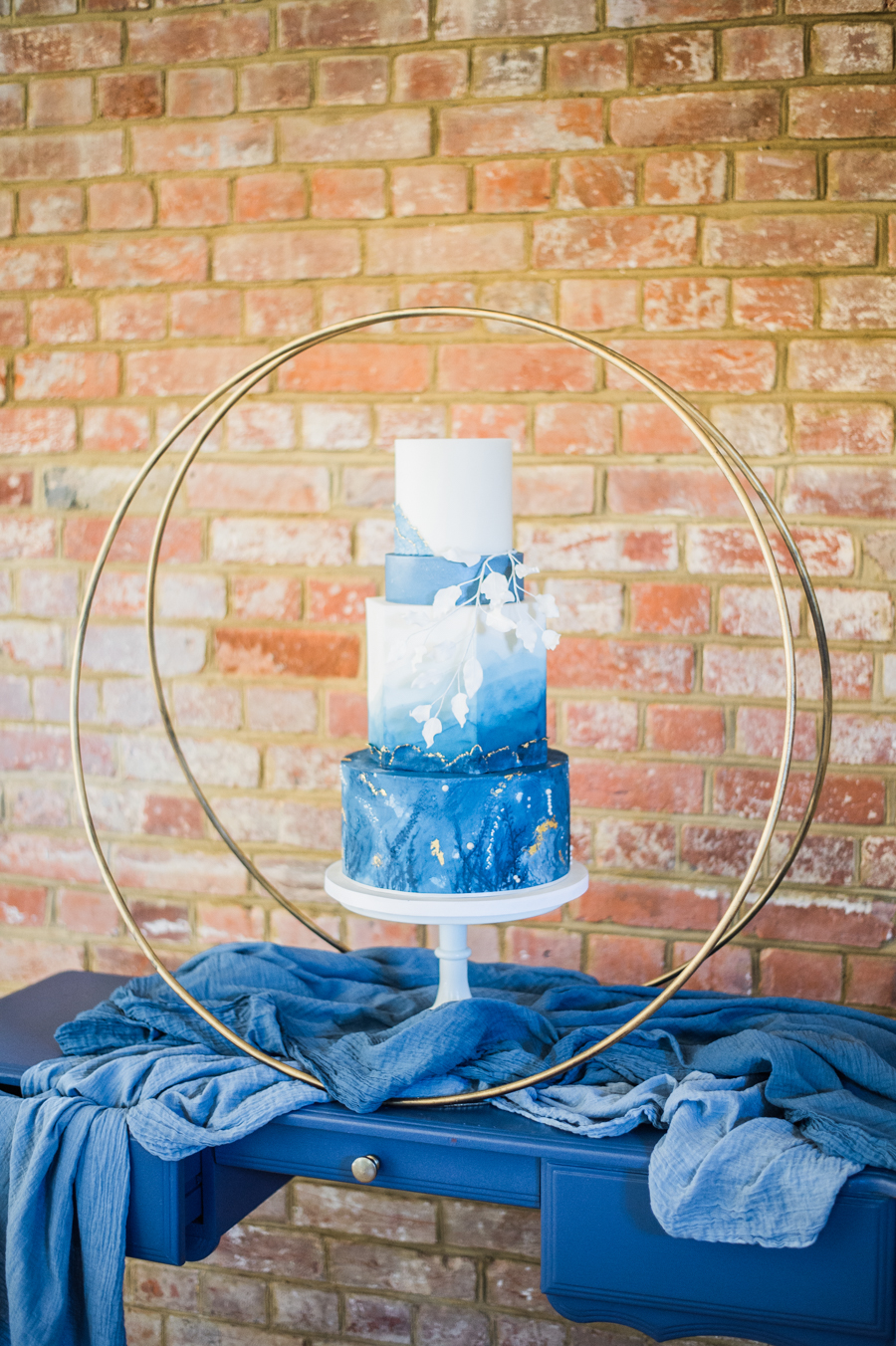 Beautiful blue wedding inspiration for 2021 couples, photo credit Laura Jane Photography (4)