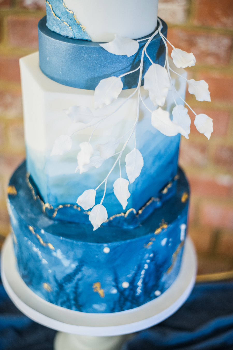 Beautiful blue wedding inspiration for 2021 couples, photo credit Laura Jane Photography (3)