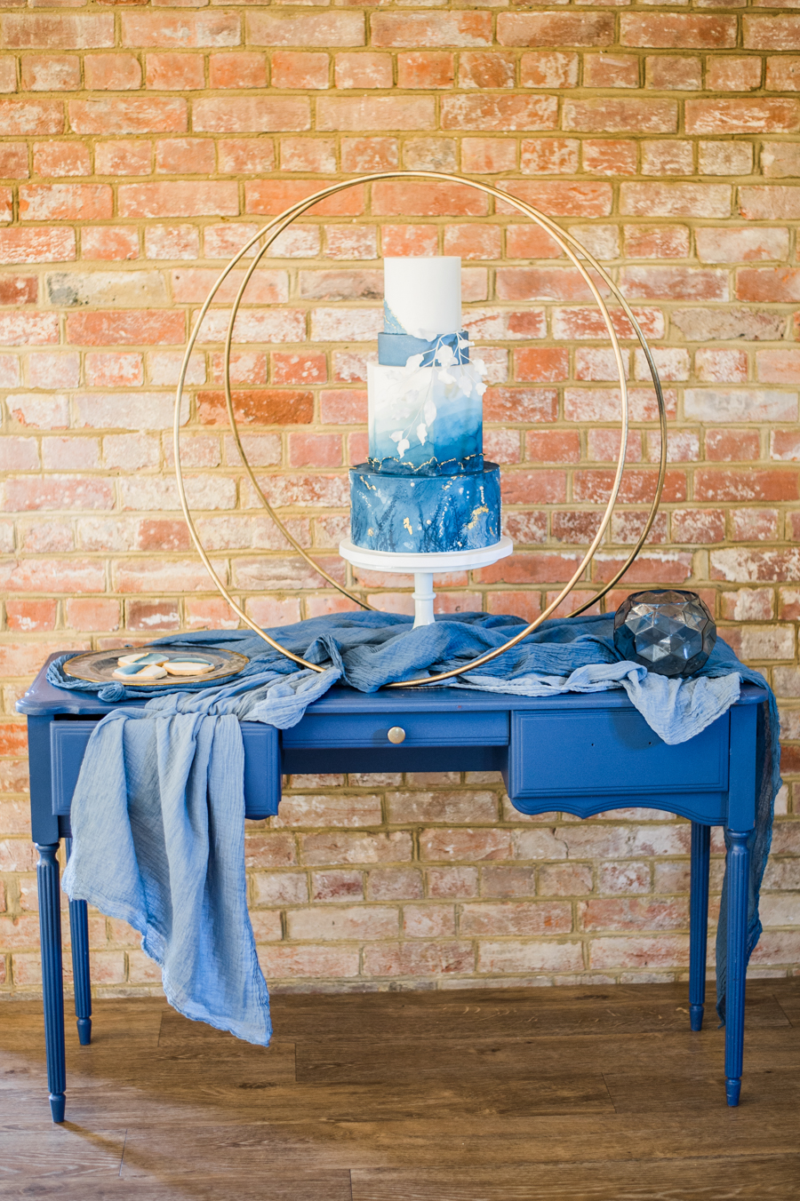 Beautiful blue wedding inspiration for 2021 couples, photo credit Laura Jane Photography (2)