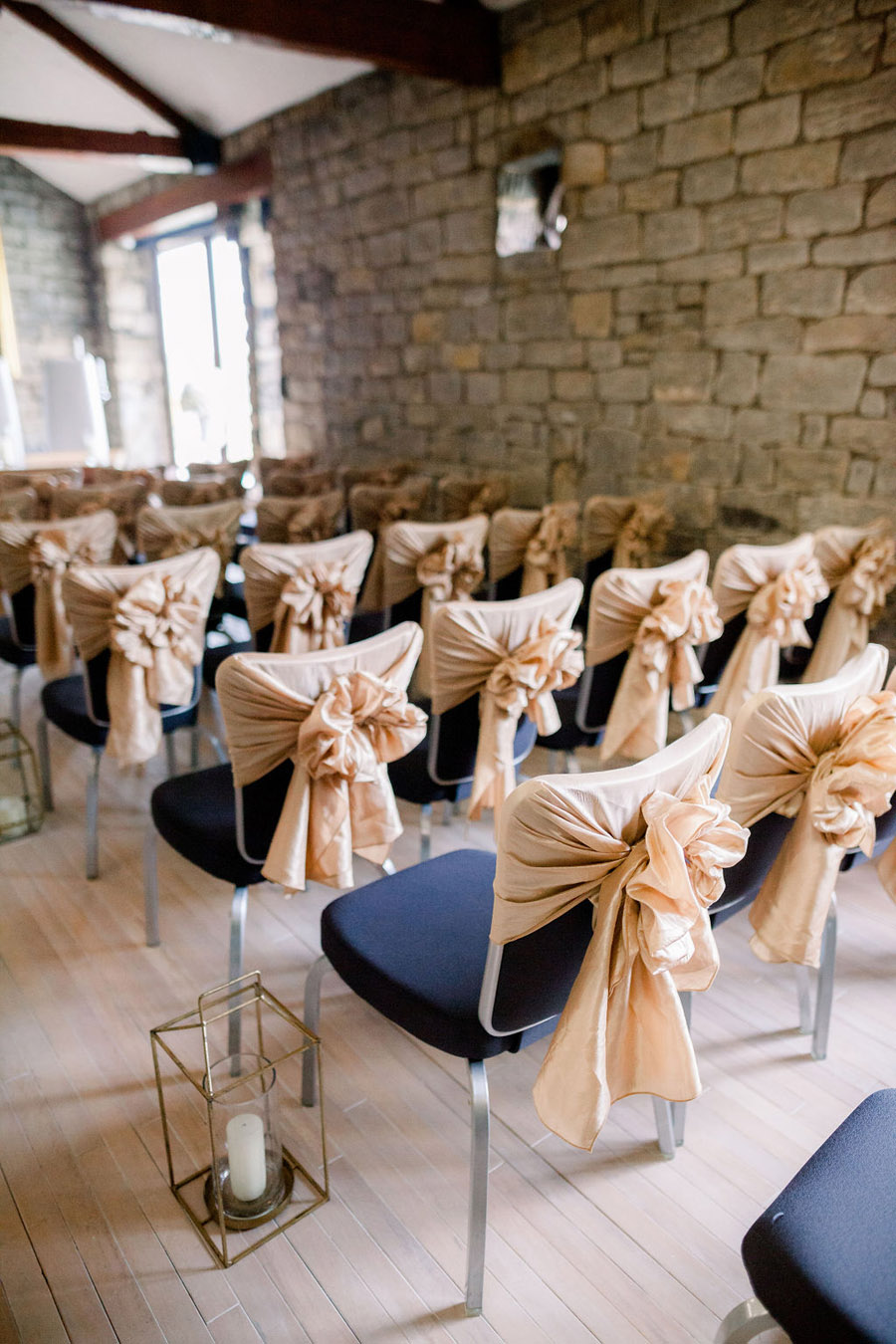 Classic and timeless styling for Laura & Billy's beautiful summer wedding, with Jo Bradbury Photography (10)