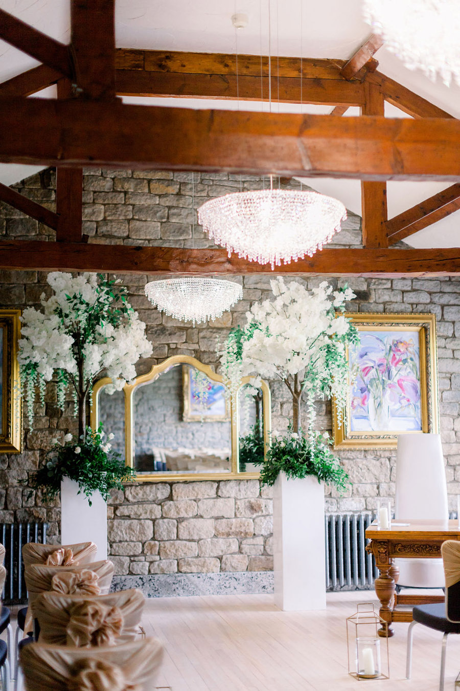 Classic and timeless styling for Laura & Billy's beautiful summer wedding, with Jo Bradbury Photography (13)