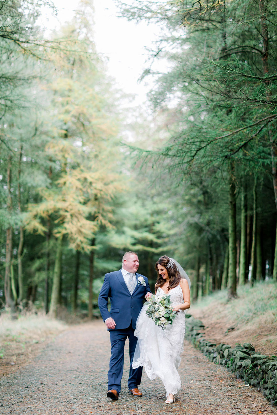 Classic and timeless styling for Laura & Billy's beautiful summer wedding, with Jo Bradbury Photography (1)
