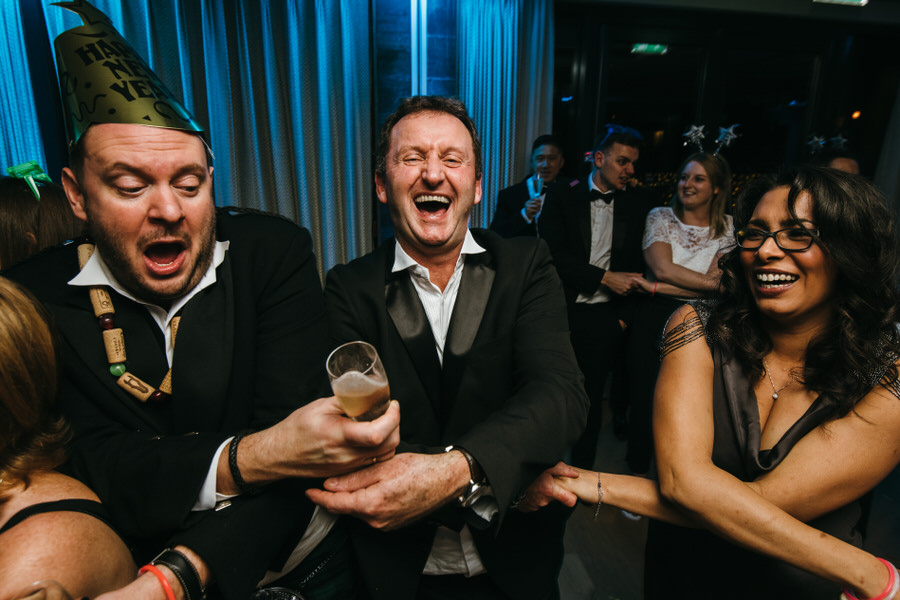 Vicky & Ali's stunning black tie NYE wedding on the Thames, with Simon Biffen Photography (49)