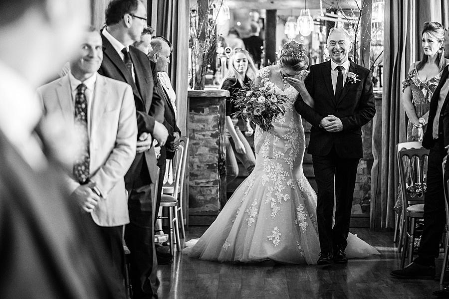 Kim & Graham's gorgeous Wellington Barns wedding, with Linus Moran Photography (16)