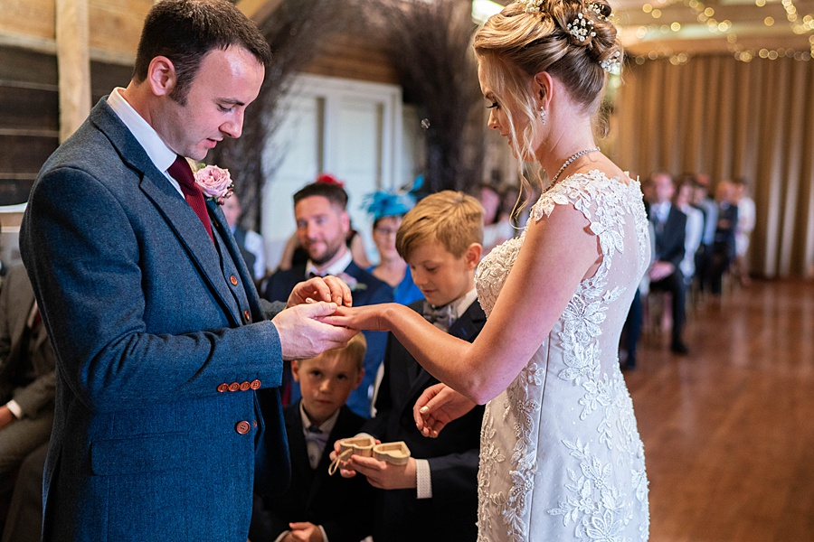 Kim & Graham's gorgeous Wellington Barns wedding, with Linus Moran Photography (20)