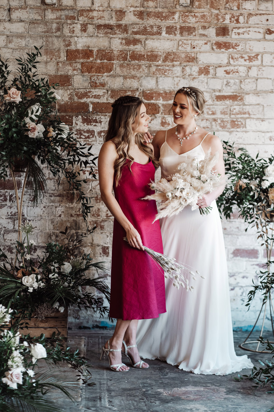 Sustainable, new and different bridesmaids' outfits by Luna Bride on English-Wedding.com (6)