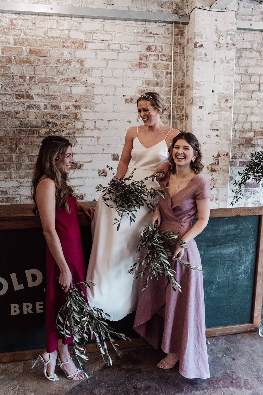 Sustainable, new and different bridesmaids' outfits by Luna Bride on English-Wedding.com (4)