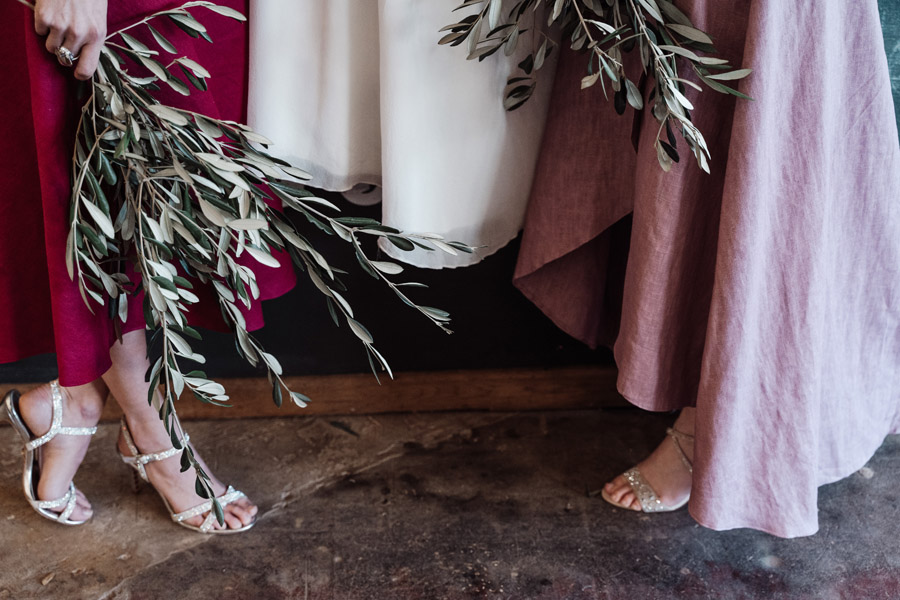Sustainable, new and different bridesmaids' outfits by Luna Bride on English-Wedding.com (3)