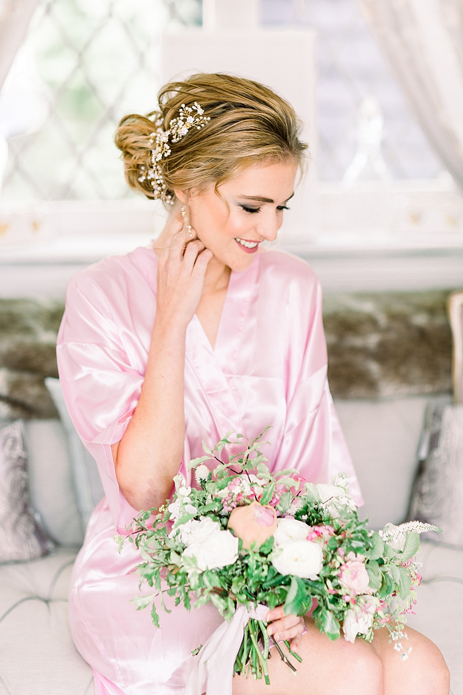 Timeless Elegance - a classic pink wedding editorial from Old Brook Barn (3)