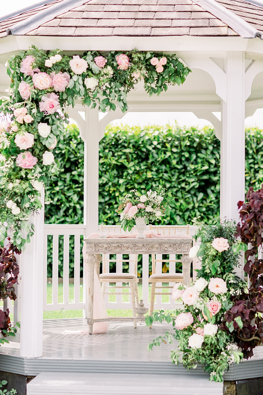 Timeless Elegance - a classic pink wedding editorial from Old Brook Barn (5)