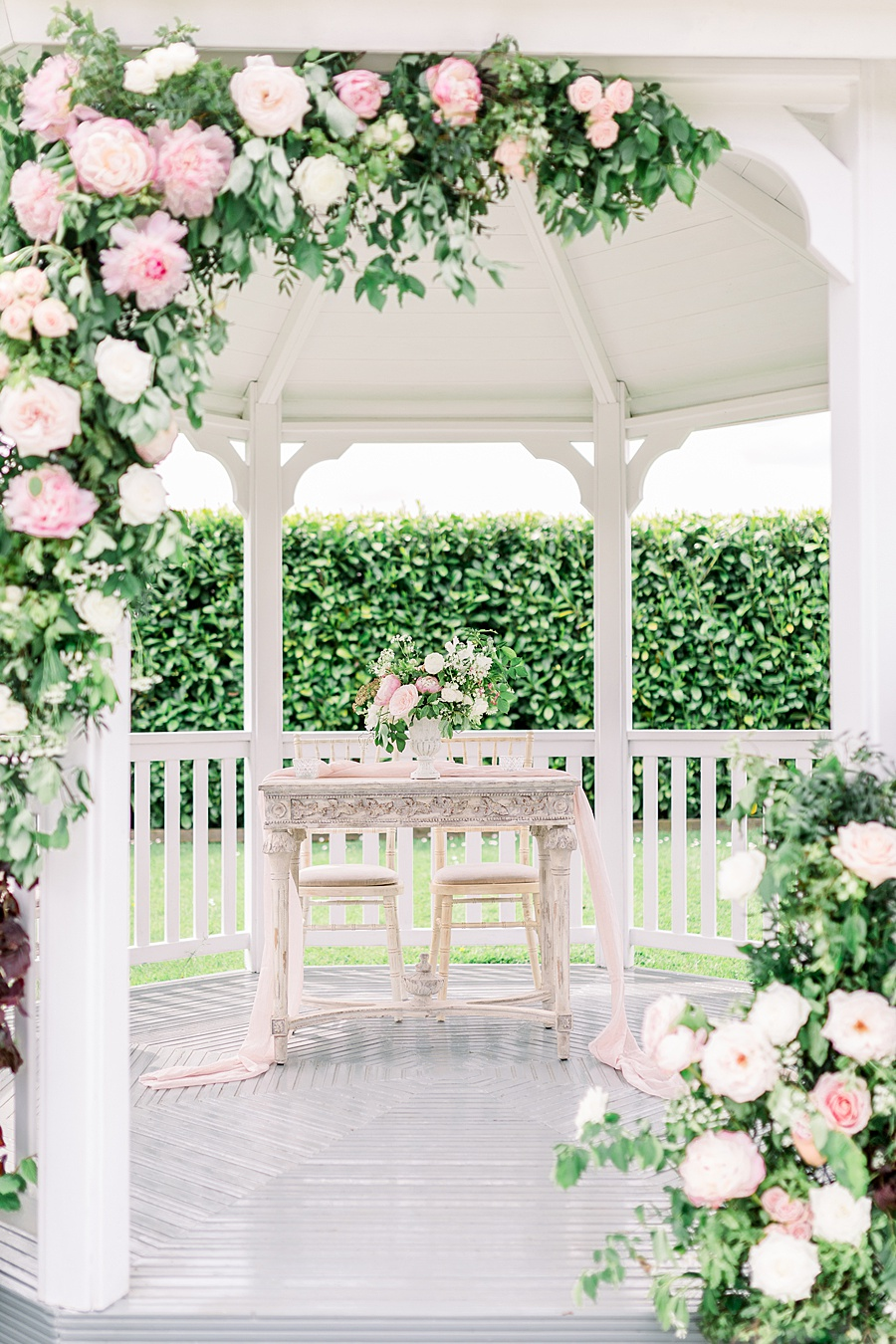 Timeless Elegance - a classic pink wedding editorial from Old Brook Barn (8)