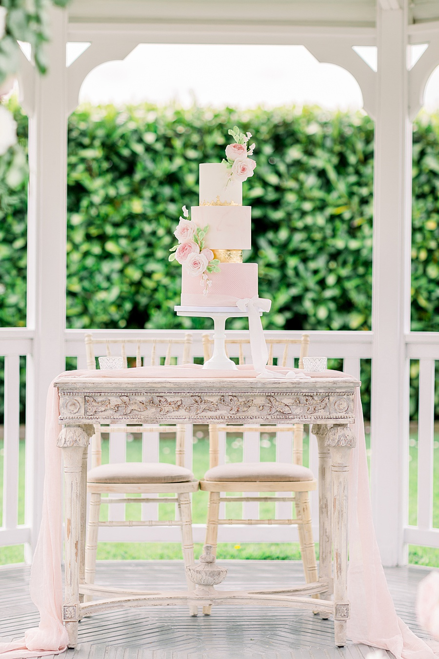 Timeless Elegance - a classic pink wedding editorial from Old Brook Barn (14)