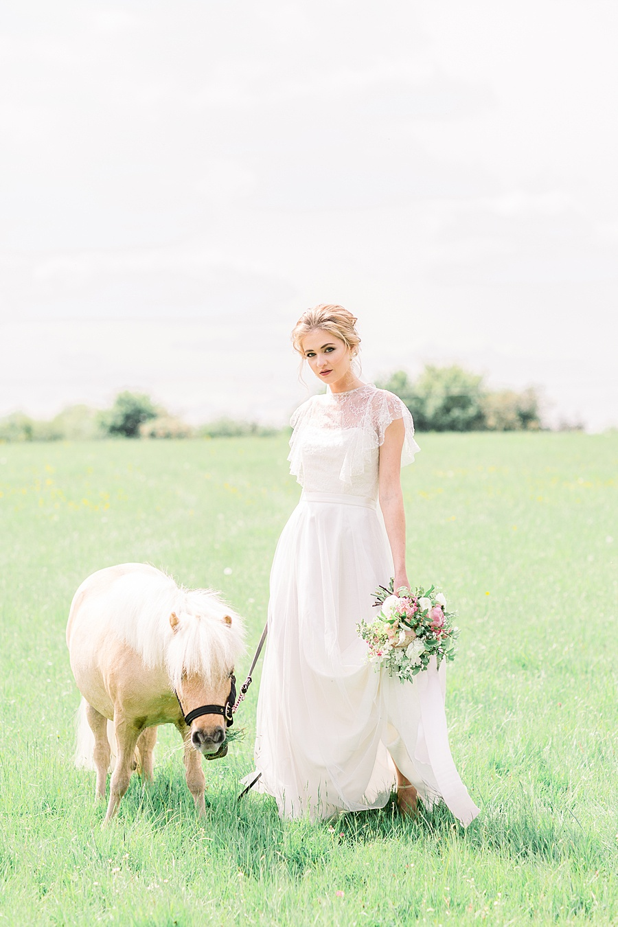 Timeless Elegance - a classic pink wedding editorial from Old Brook Barn (20)