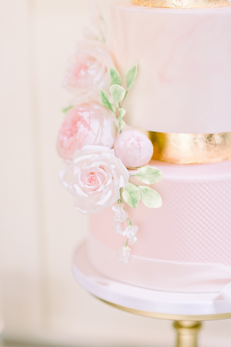 Timeless Elegance - a classic pink wedding editorial from Old Brook Barn (30)