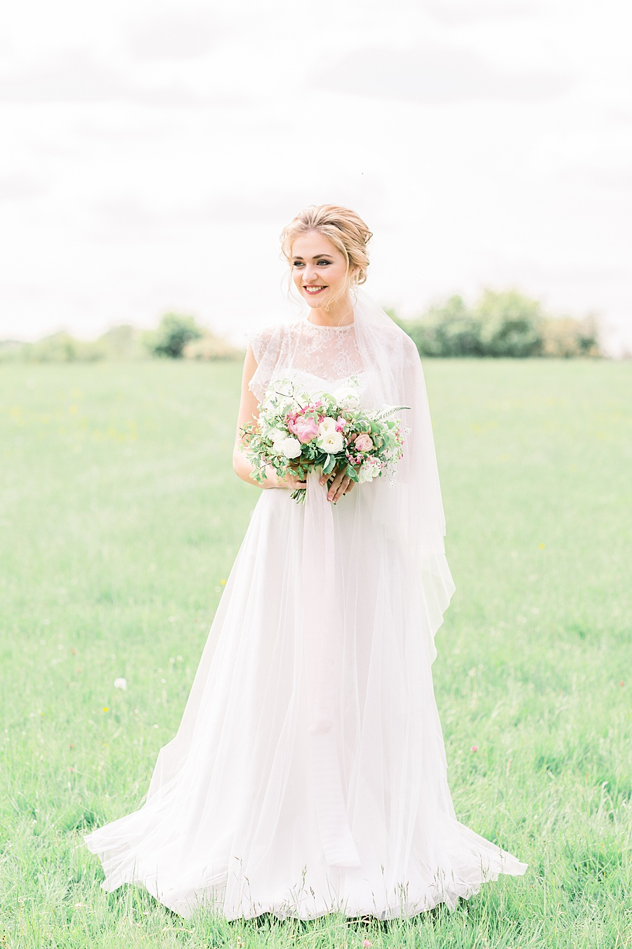 Timeless Elegance - a classic pink wedding editorial from Old Brook Barn (37)