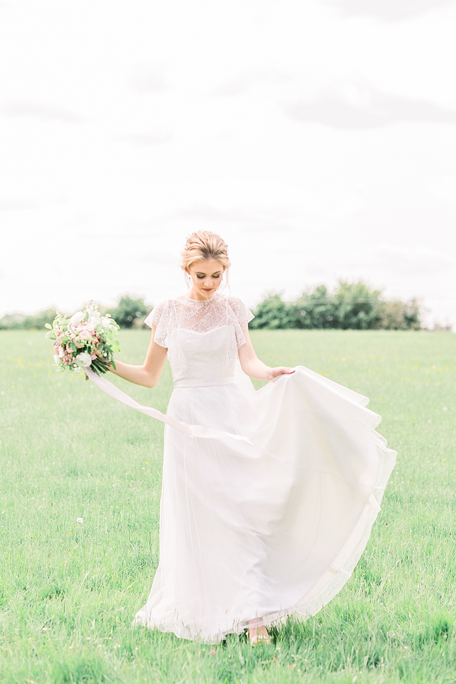Timeless Elegance - a classic pink wedding editorial from Old Brook Barn (39)