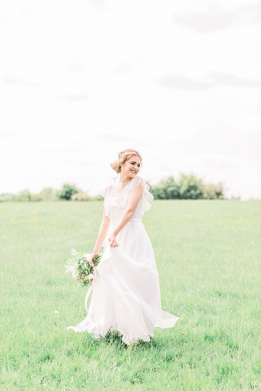 Timeless Elegance - a classic pink wedding editorial from Old Brook Barn (40)