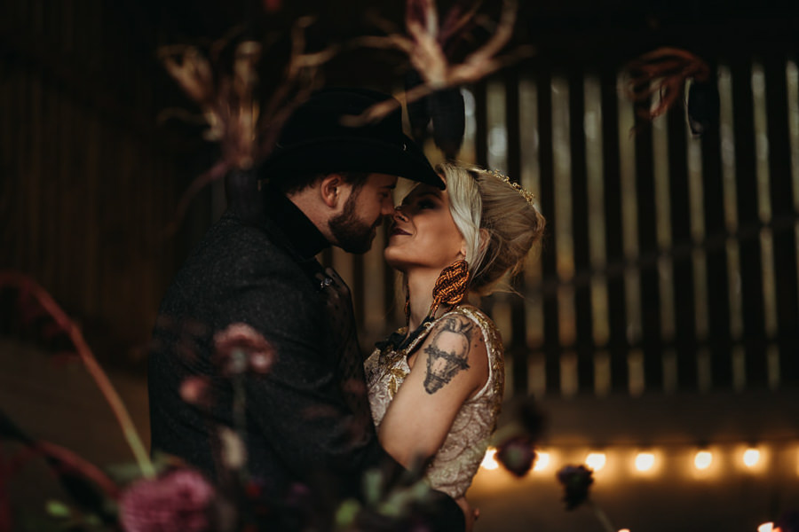 Sustainable and beautiful halloween wedding style, image credit Thyme Lane Photography (19)