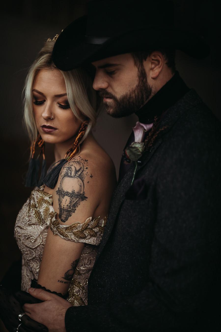 Sustainable and beautiful halloween wedding style, image credit Thyme Lane Photography (17)