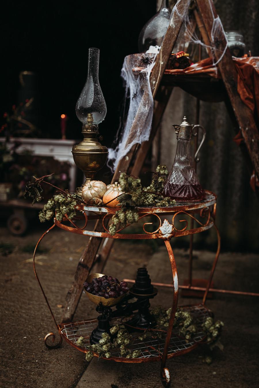 Sustainable and beautiful halloween wedding style, image credit Thyme Lane Photography (15)