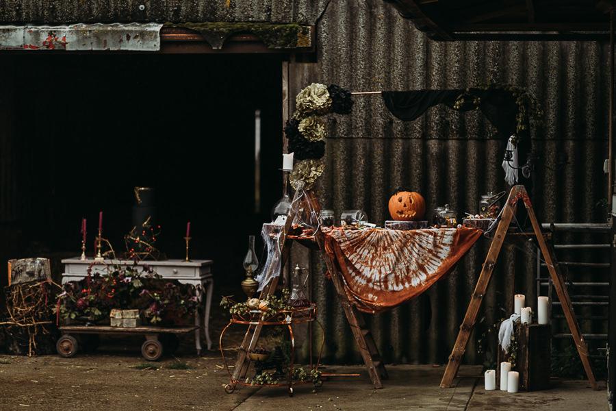 Sustainable and beautiful halloween wedding style, image credit Thyme Lane Photography (50)