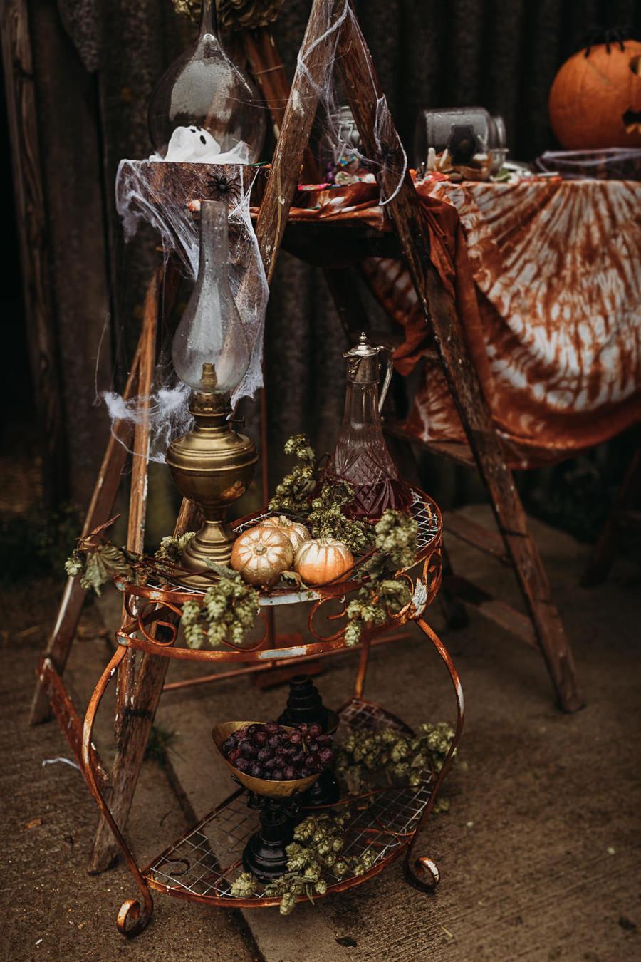 Sustainable and beautiful halloween wedding style, image credit Thyme Lane Photography (49)